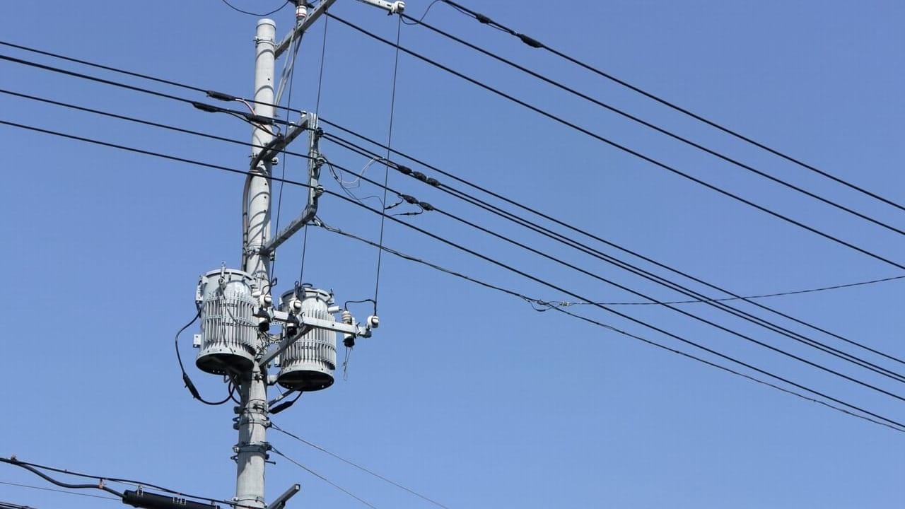 【茨木市】クレーン車が電柱をなぎ倒す、2019年7月8日(月)宿久庄で停電事故が発生していた模様です