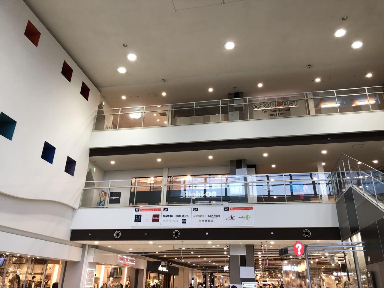 イオンモール茨木1階